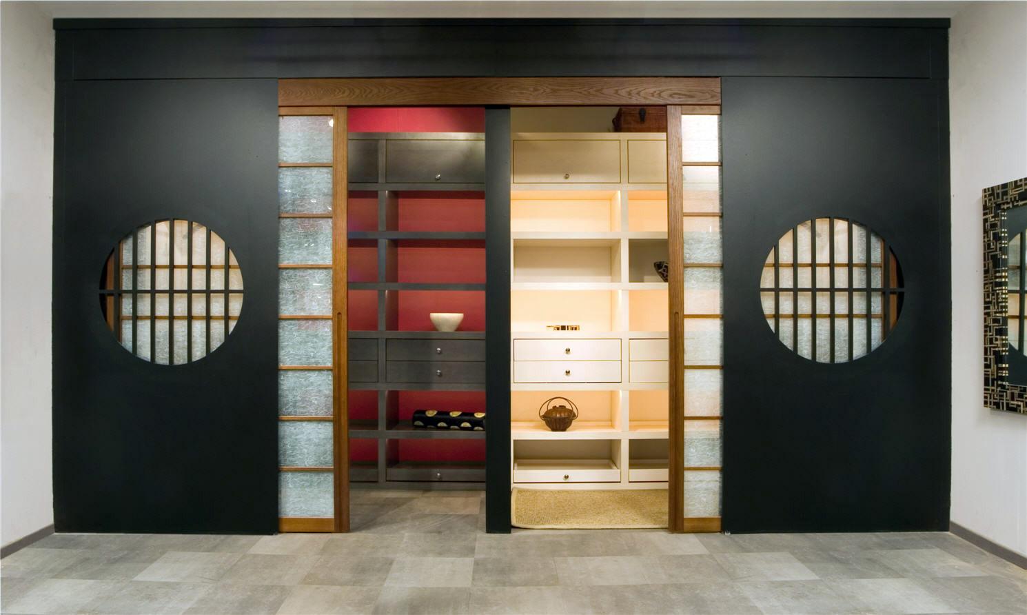 Двери в японском стиле в гардеробную
