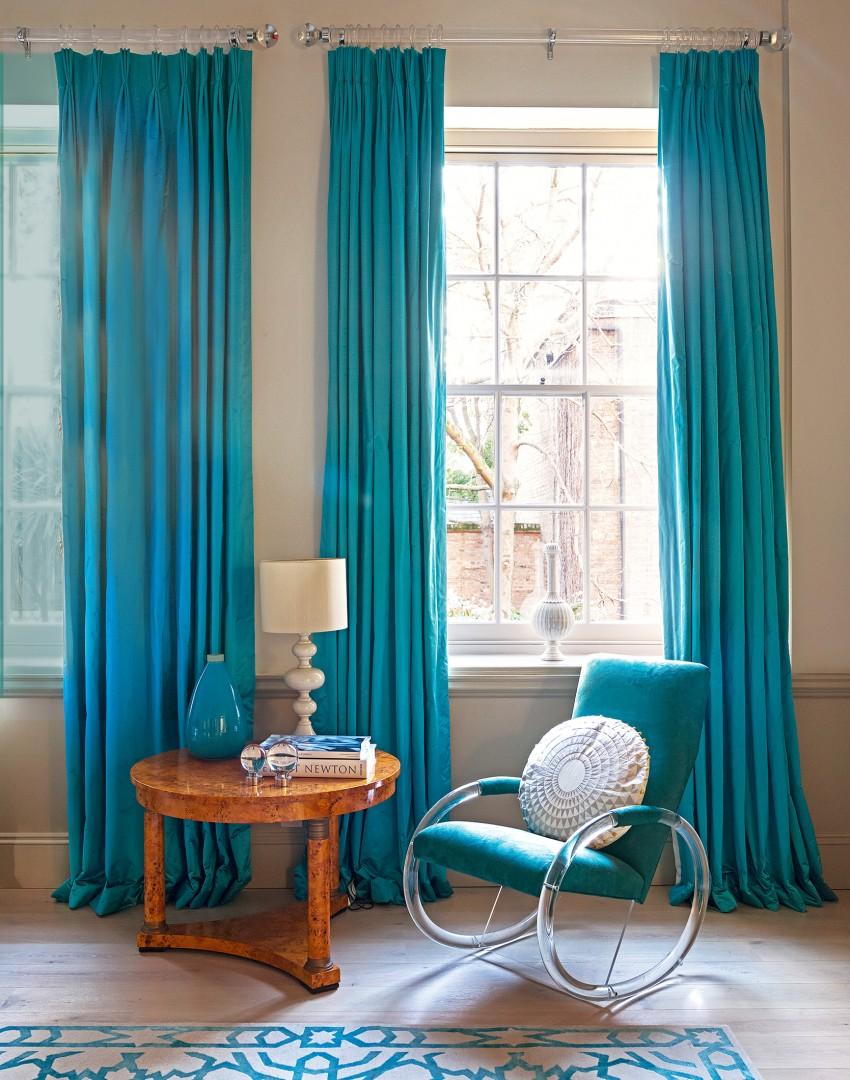 Голубые шторы в комнатах – ощущения свободы и пространства (30 фото)