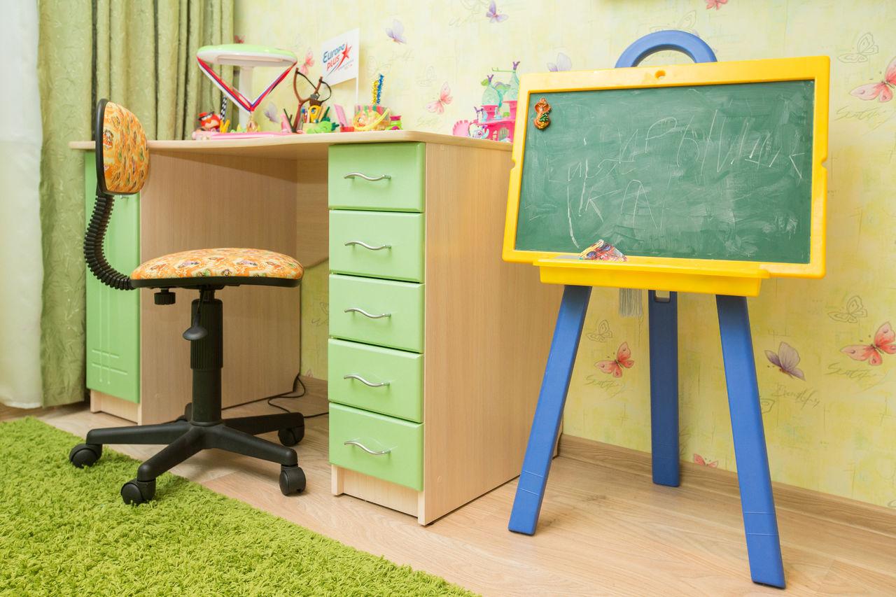 Стол с ящиками для ребенка