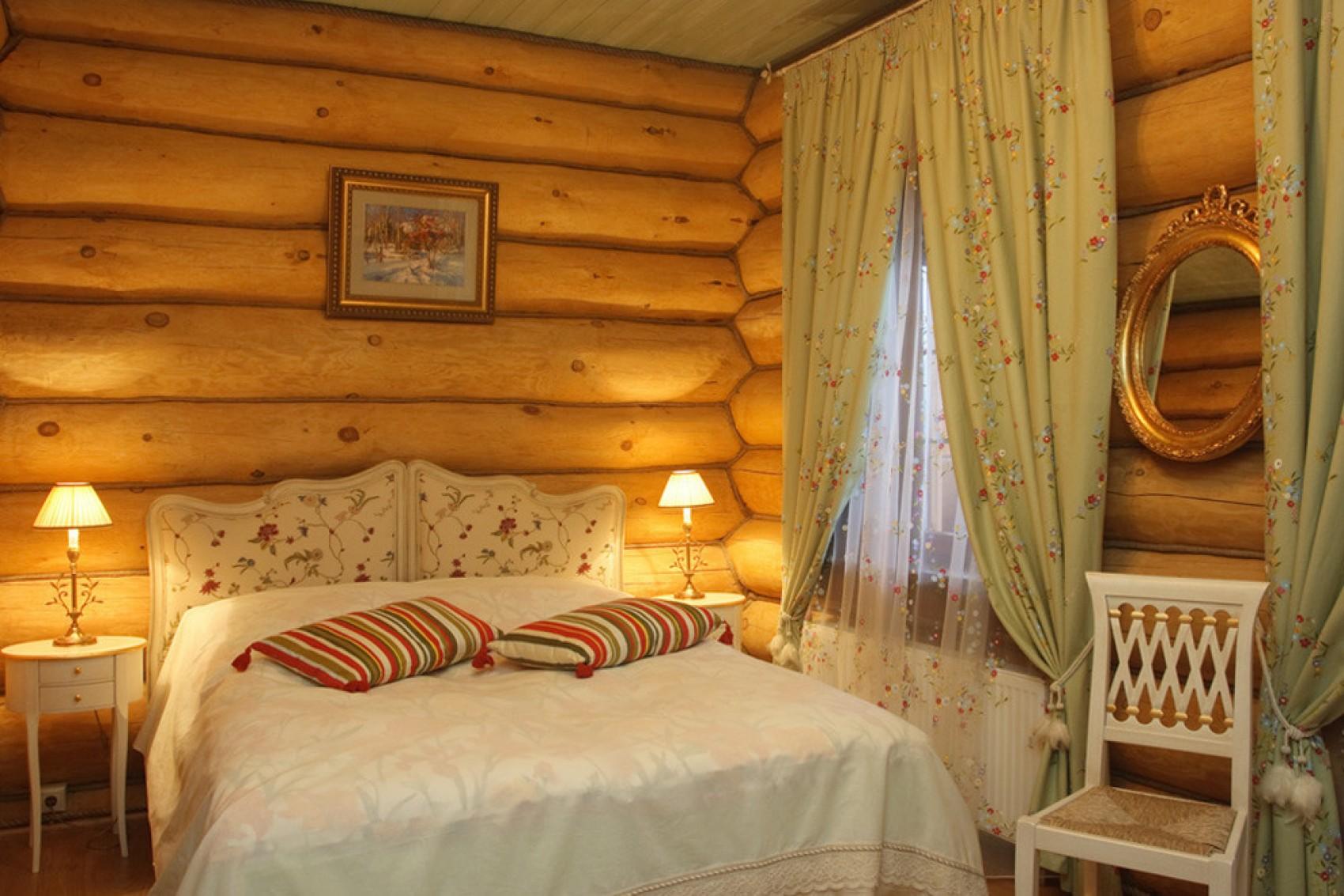Кровать для загородного дома
