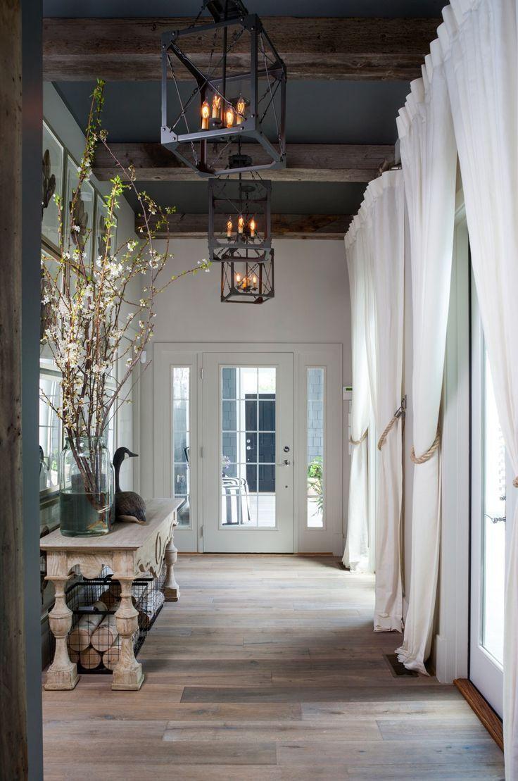 Дверь в стиле прованс в загородном доме