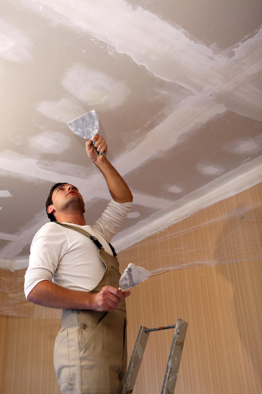 Заполнение трещин на потолке
