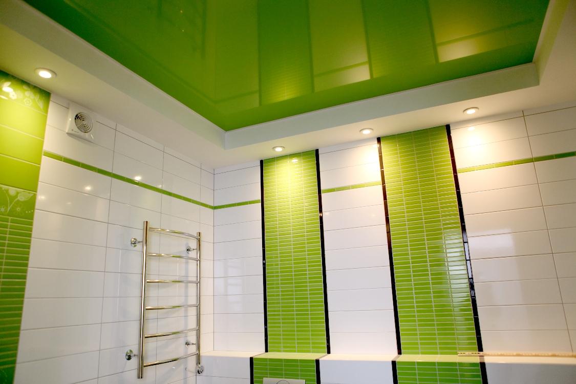 Потолок в ванной – современные варианты отделки (23 фото)