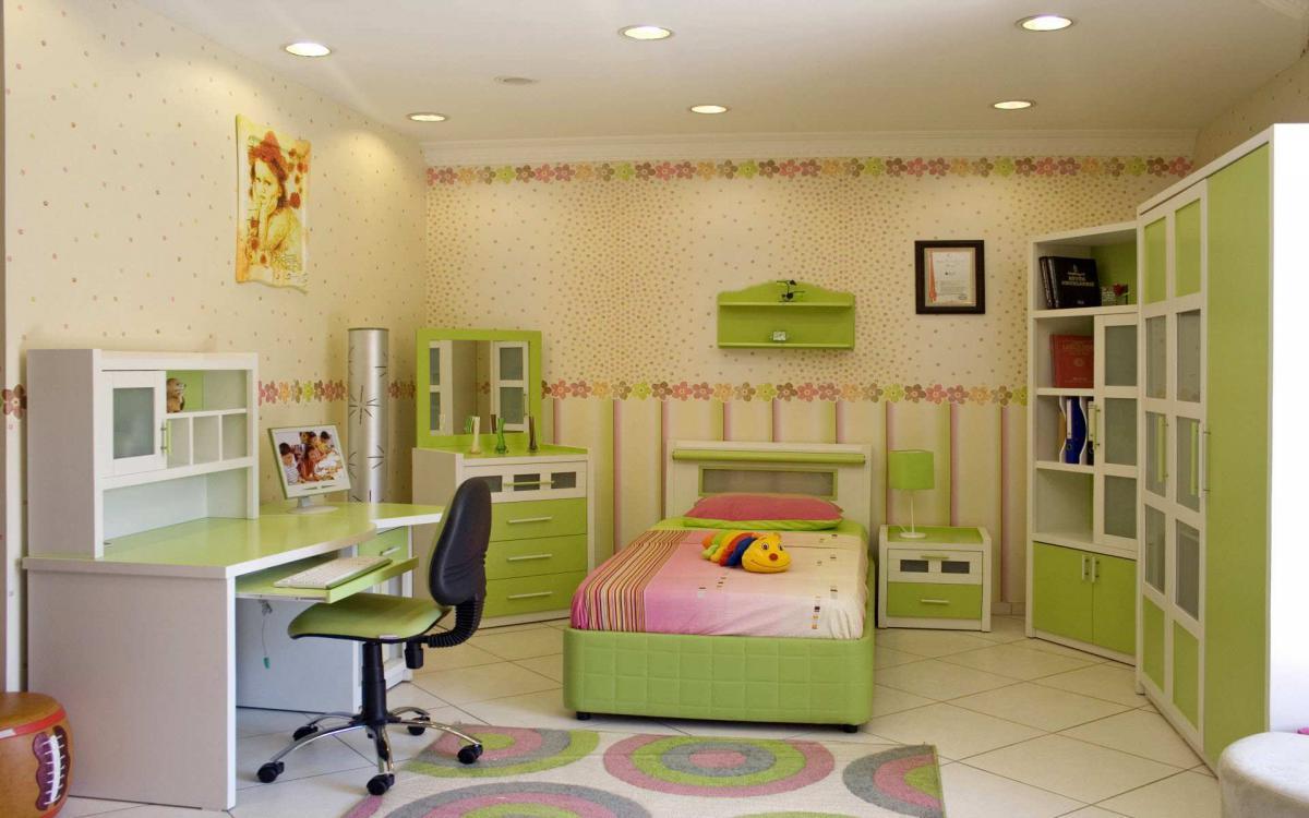 Зеленый стол для ребенка