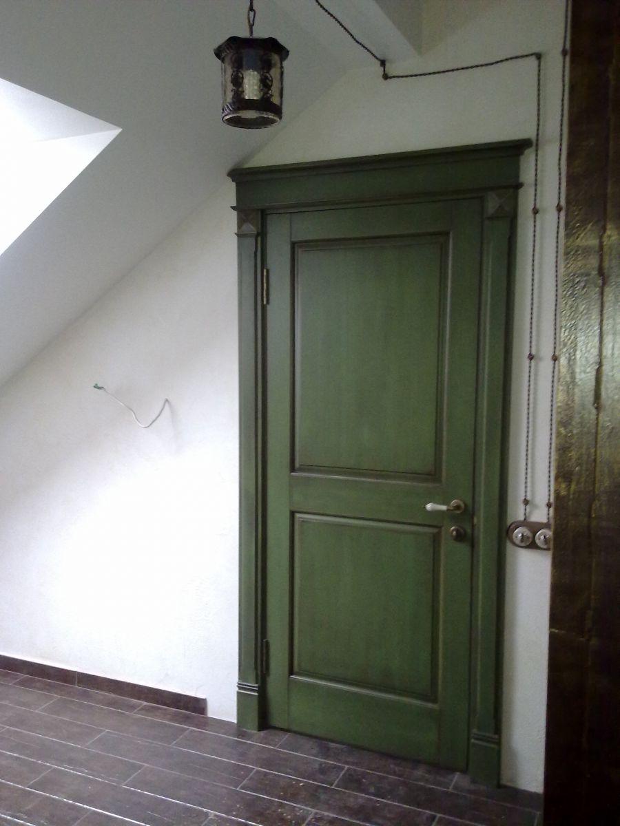 Зеленая дверь в стиле прованс