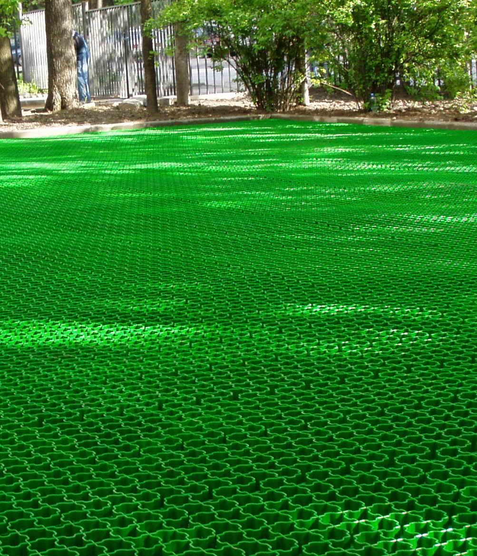 Зеленая газонная решетка