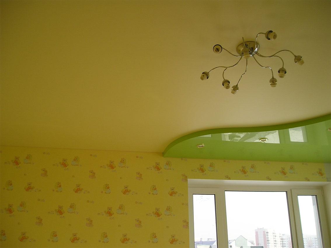 Матовый зеленый потолок
