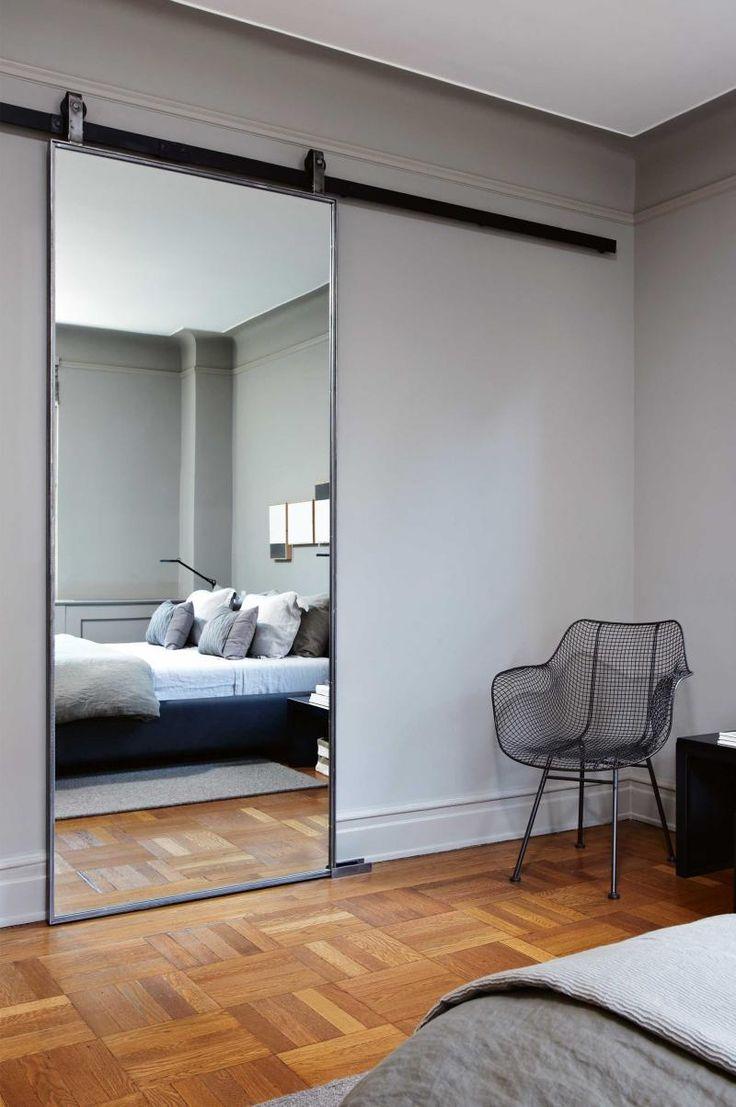 Зеркальная дверь в спальню