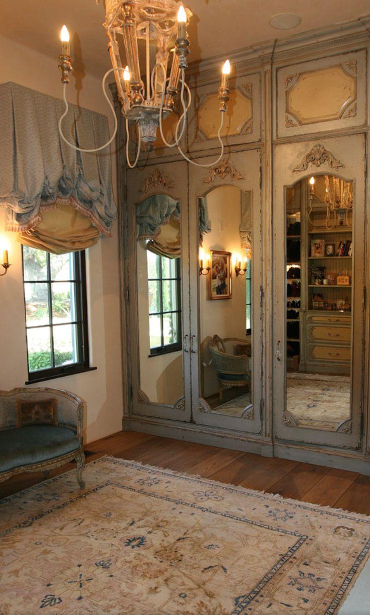 Зеркальная дверь в стиле прованс