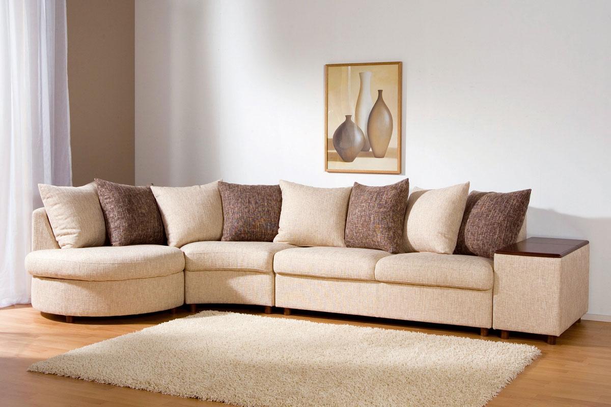 Узкий диван с обивкой из жаккарда