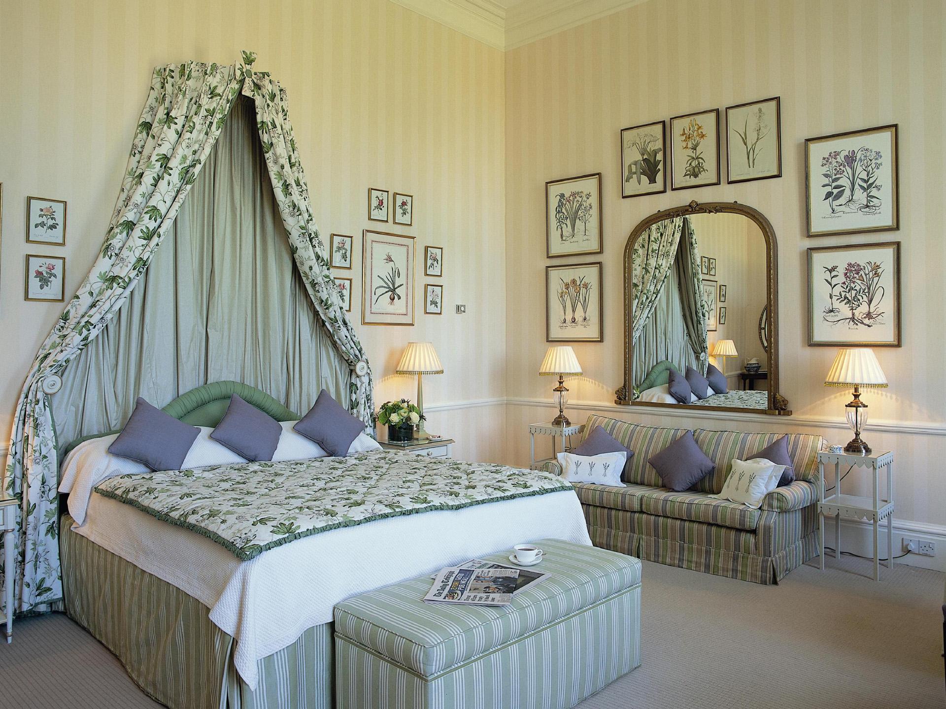 Спальня в английском стиле на даче