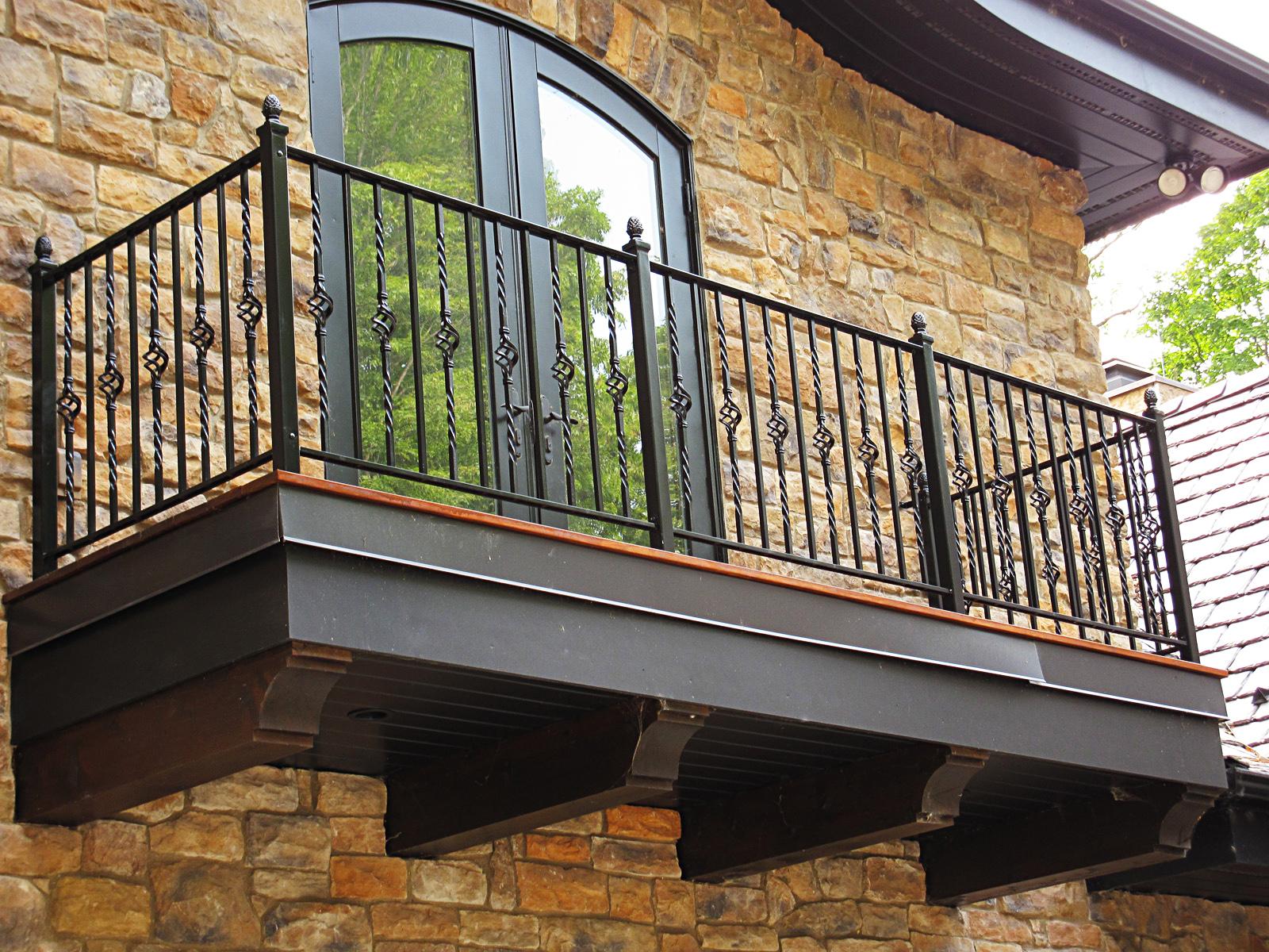 Дизайн арочной балконной двери