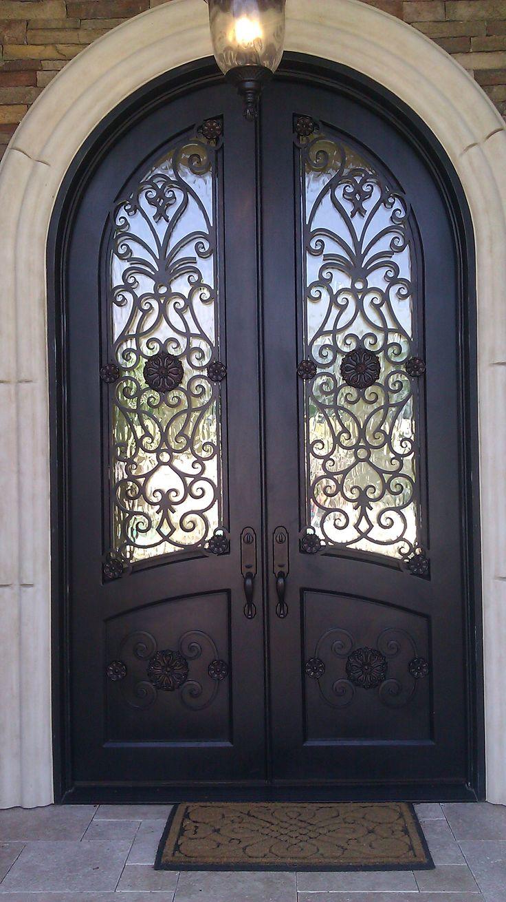 Арочная кованая дверь