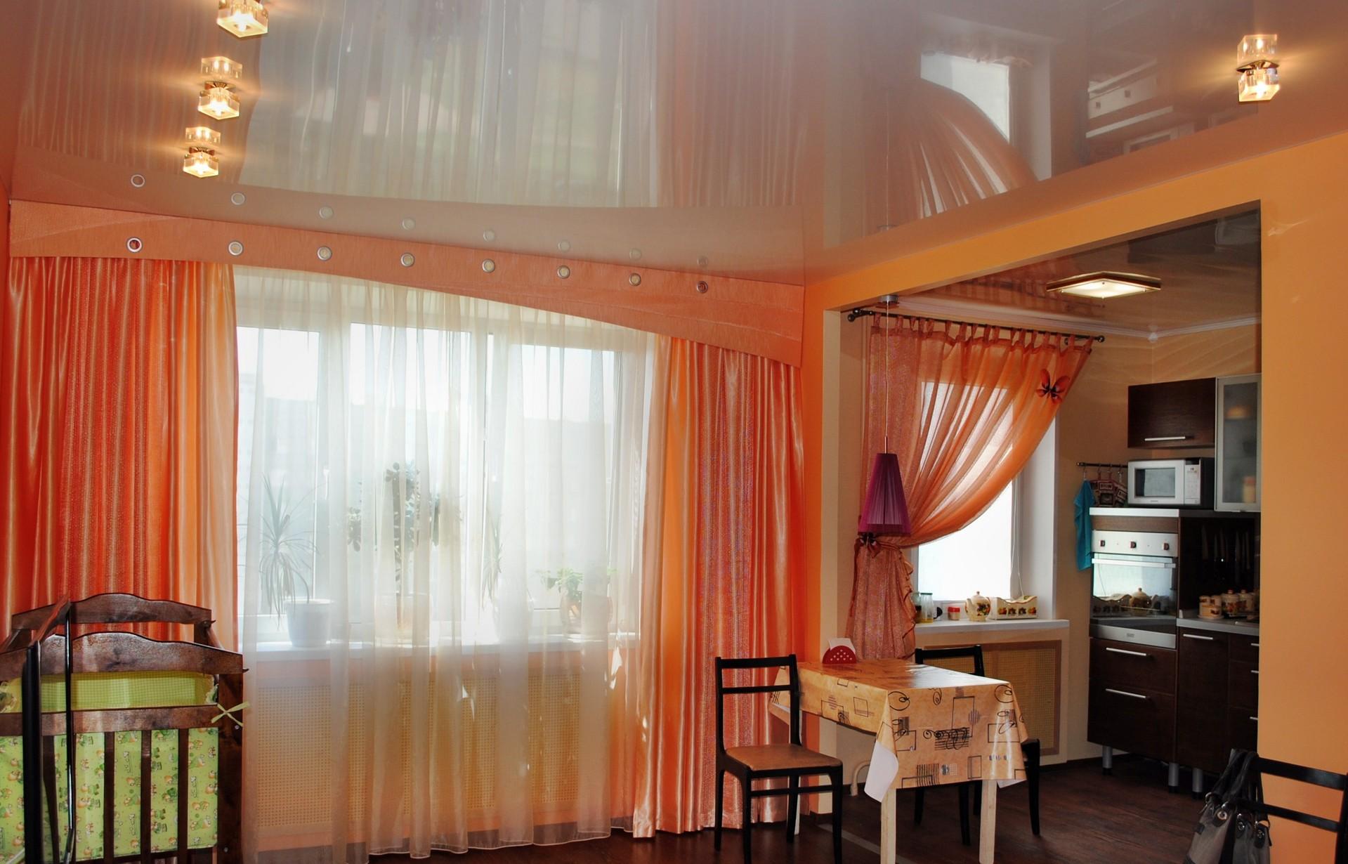Атласные персиковые шторы