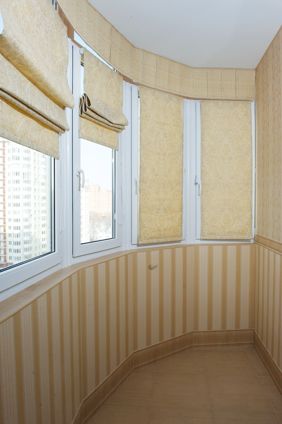 Шторы из обоев на балкон