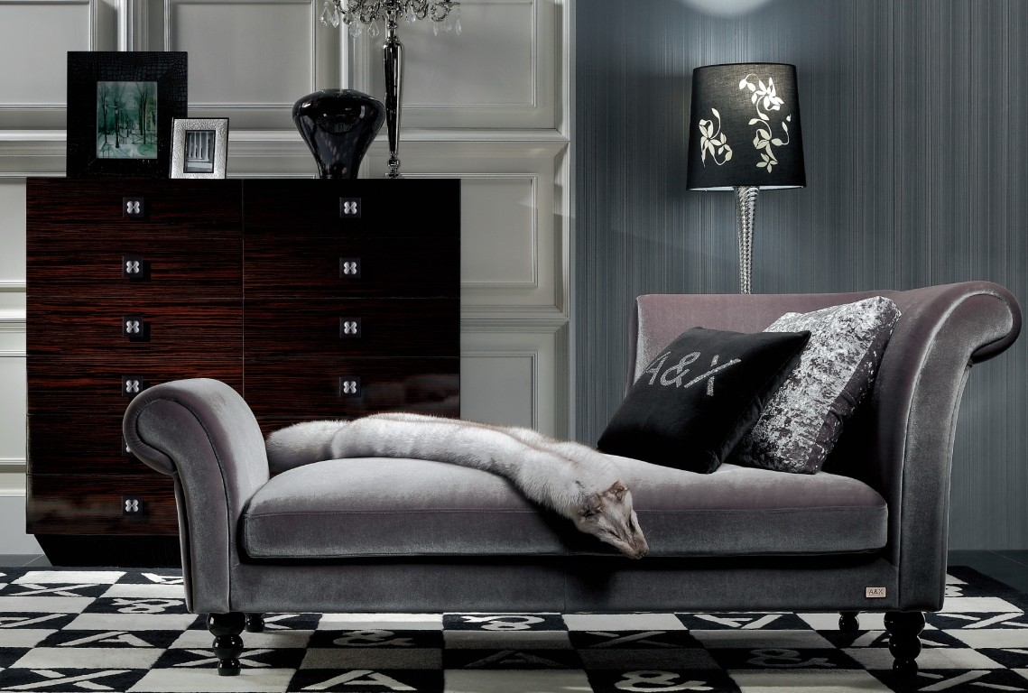 Бархатный диван кушетка
