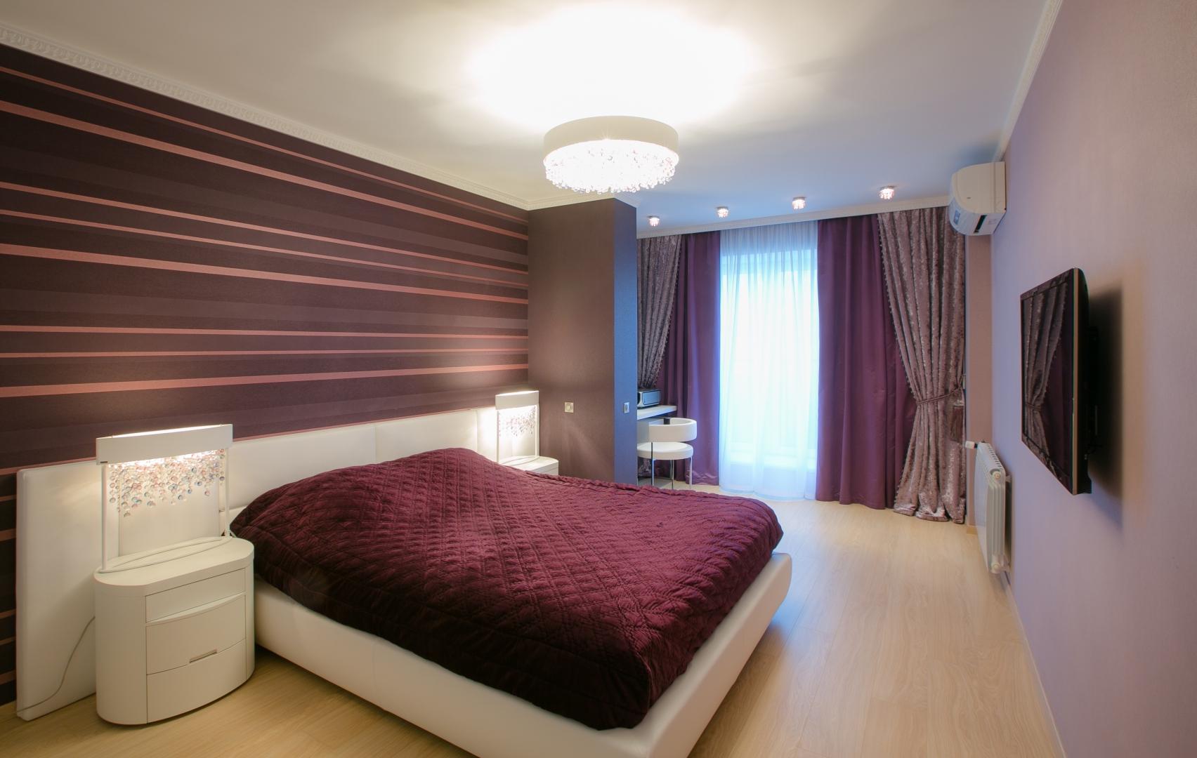 Двойные бархатные шторы в спальне