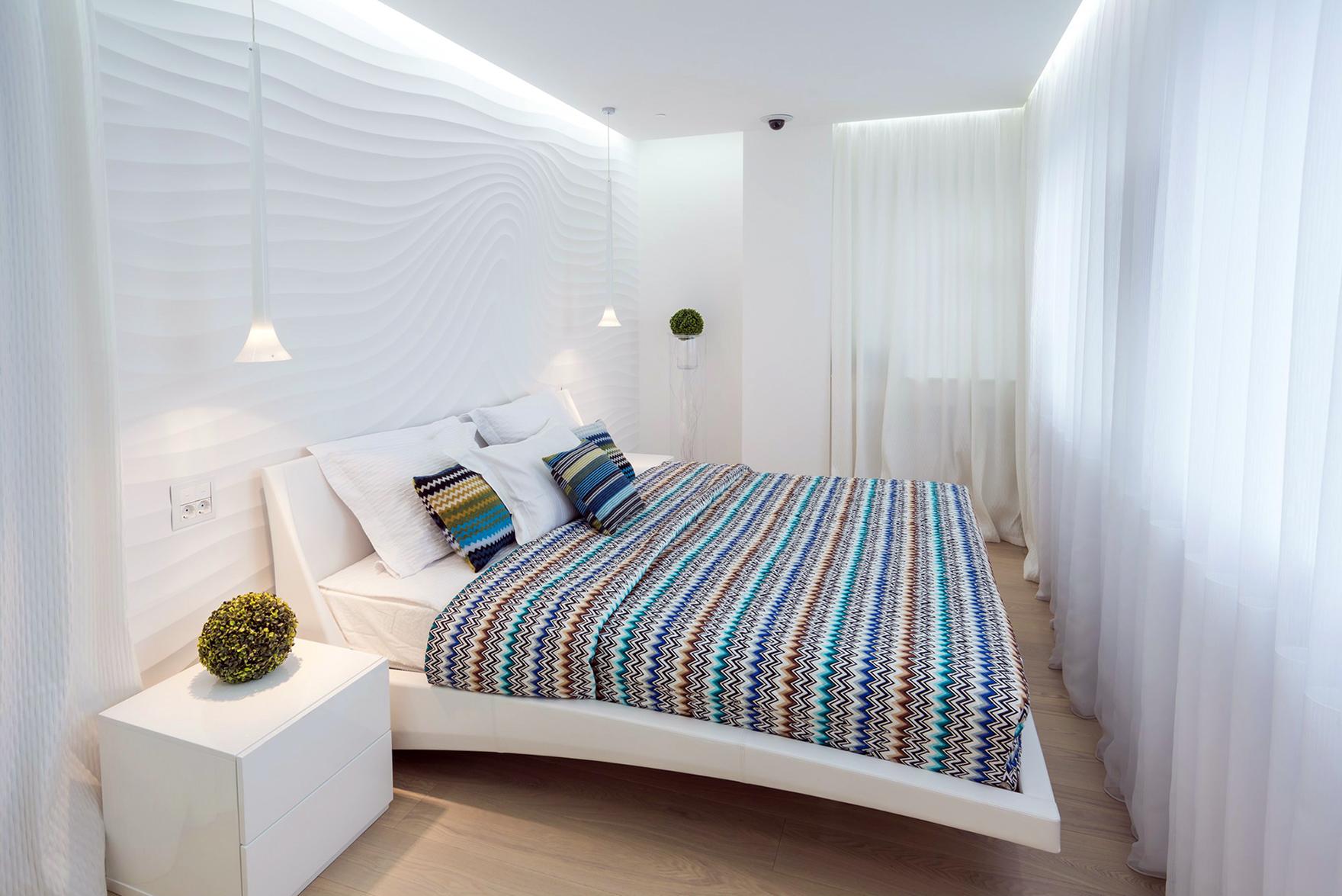 Белая малогабаритная кровать