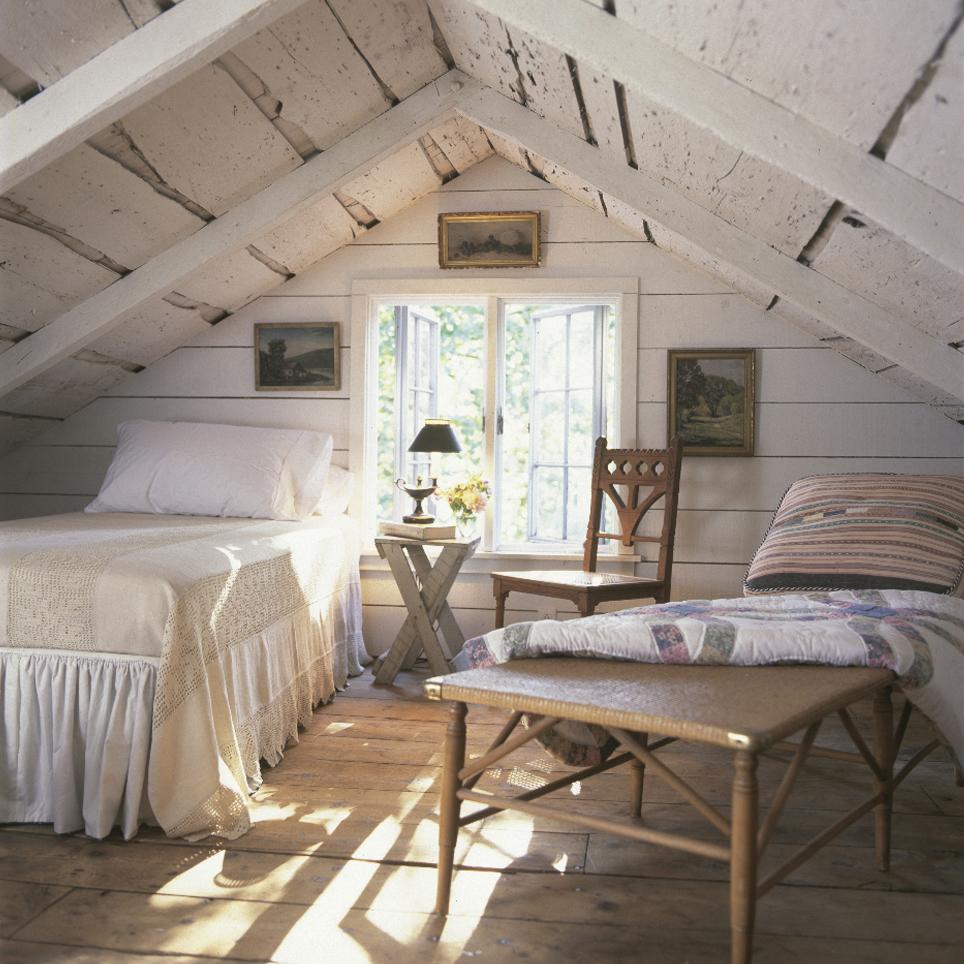Белая спальня на даче