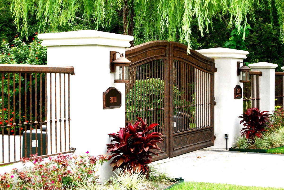 Белые столбы для ворот