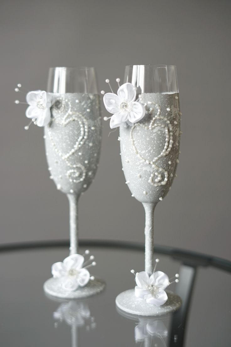 Белые свадебные бокалы