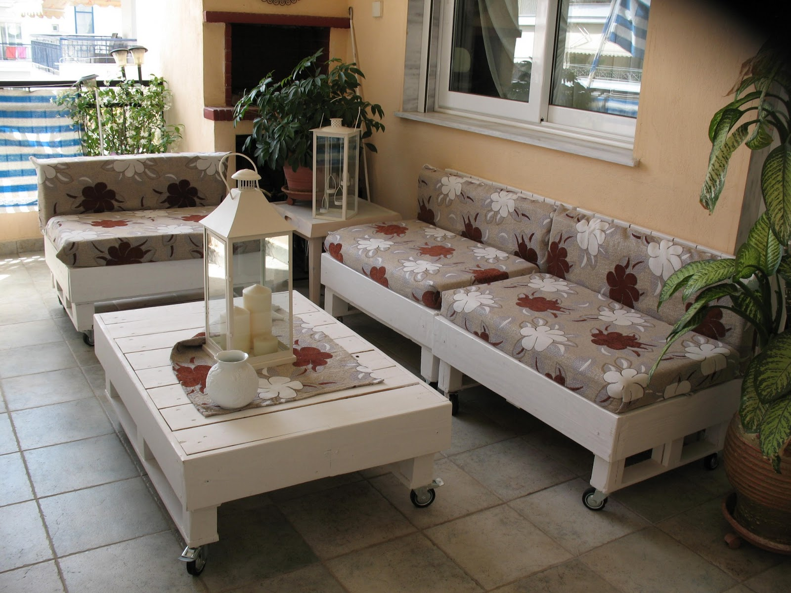 Белый диван из паллет