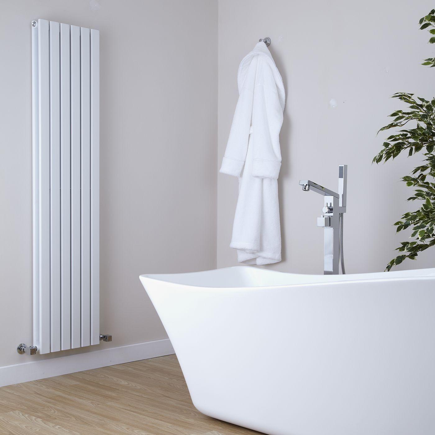 Белый вертикальный радиатор