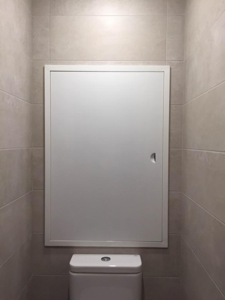 Белый сантехнический люк