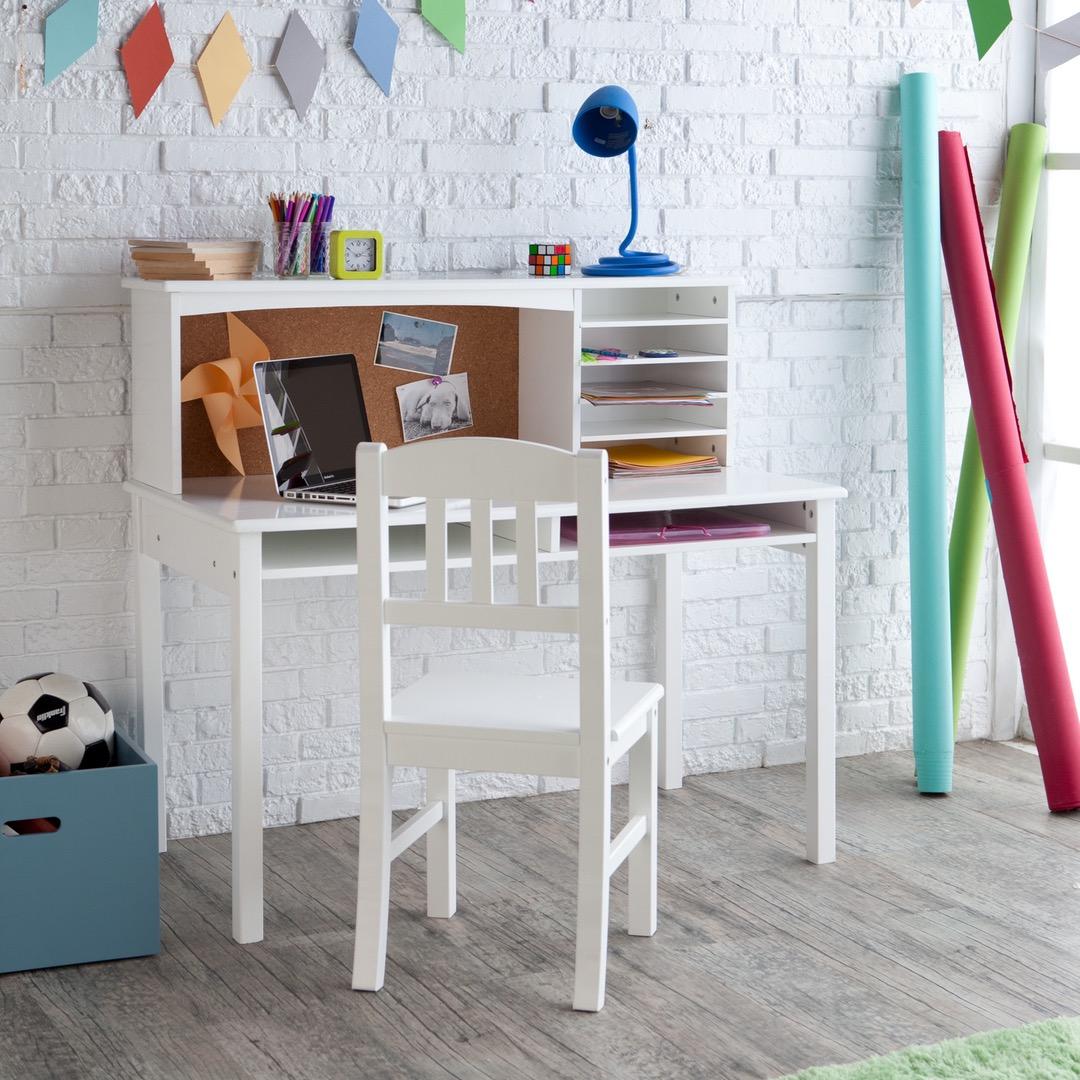 Белый стол для школьника