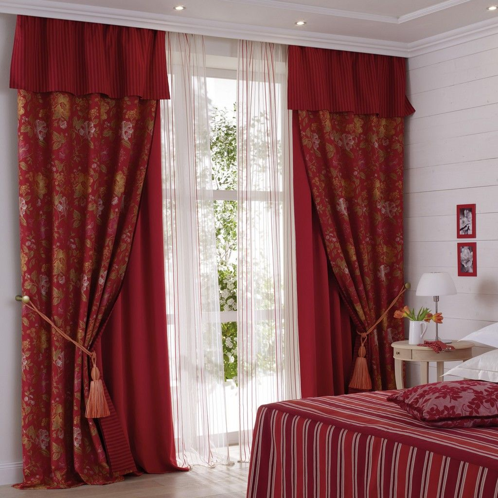 Бордовые шторы