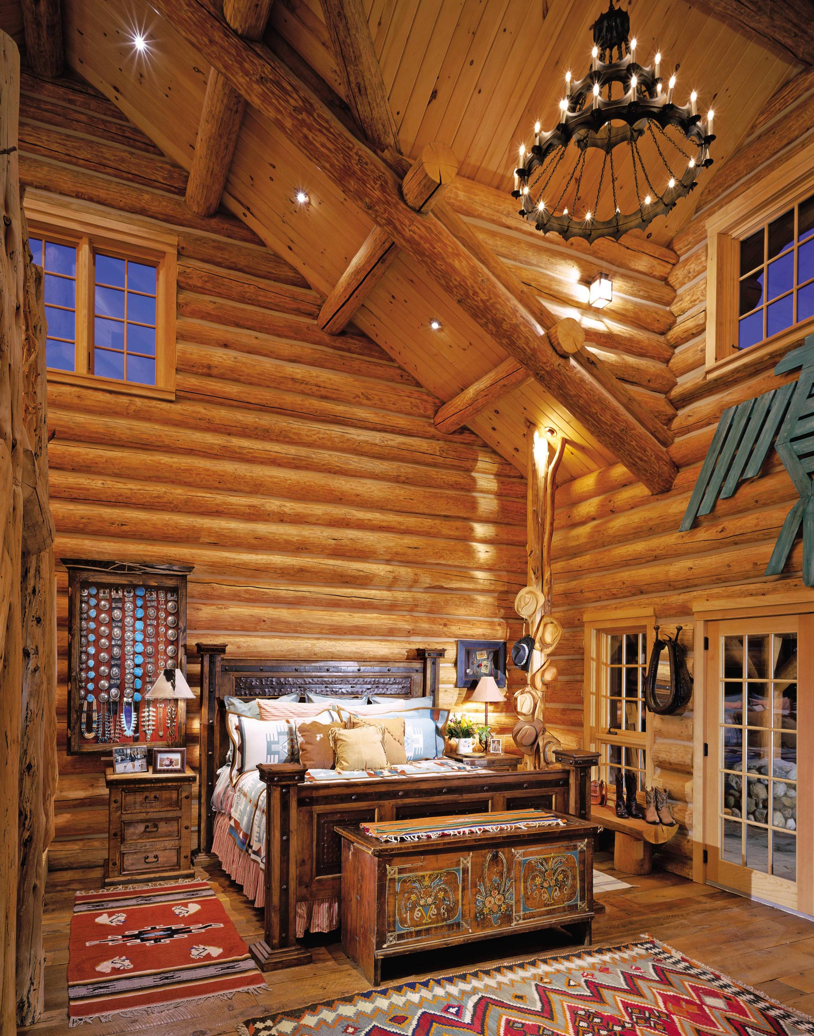 Деревянная спальня в бревенчатом доме