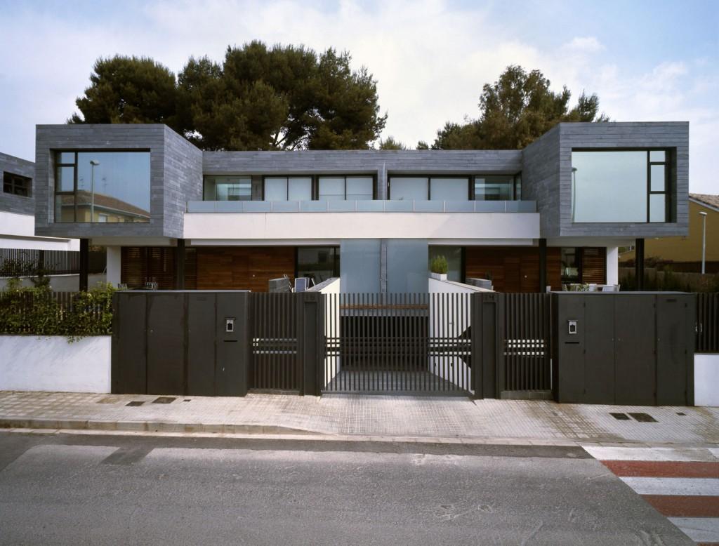 Консольные ворота частного дома