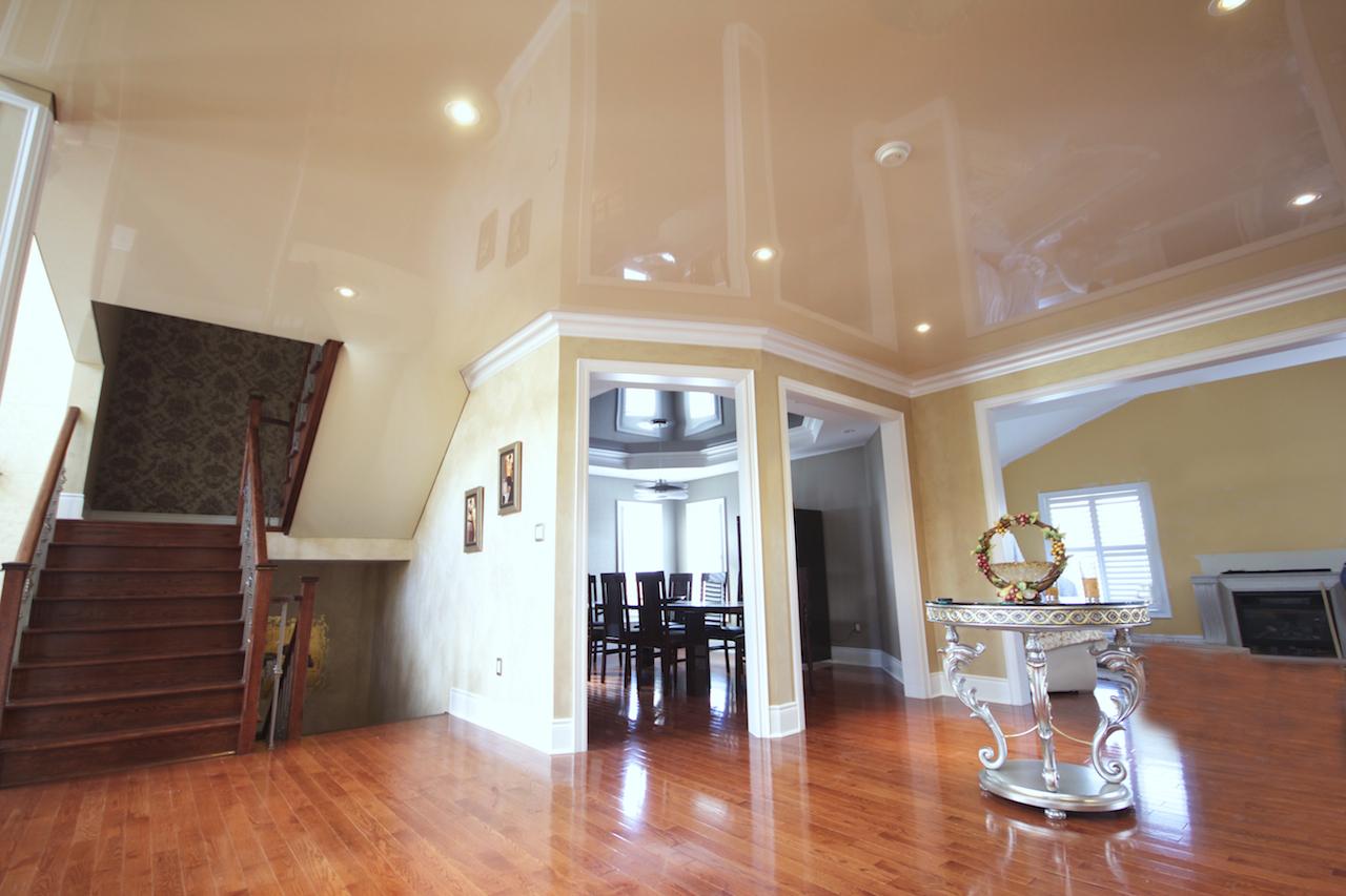 Глянцевый ламинат в частном доме