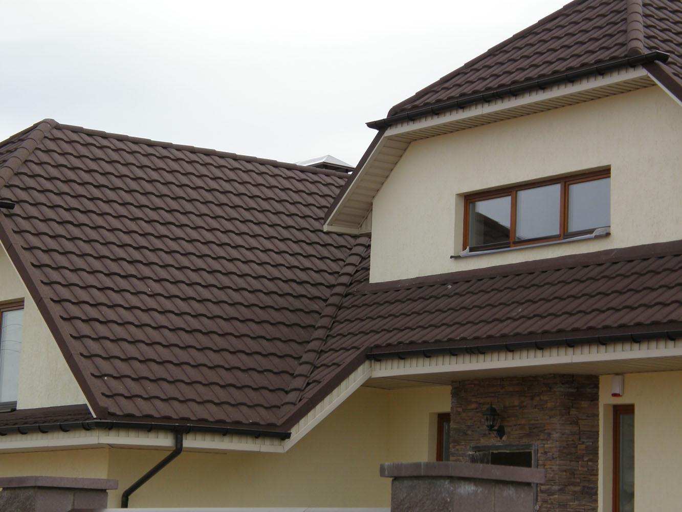Композитная черепица на крыше частного дома