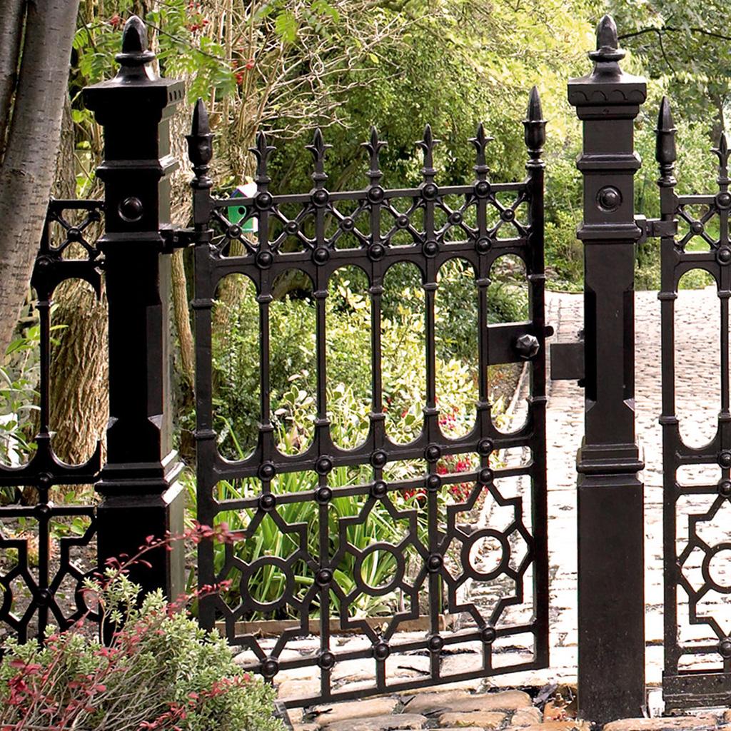 Черные ворота для дачи