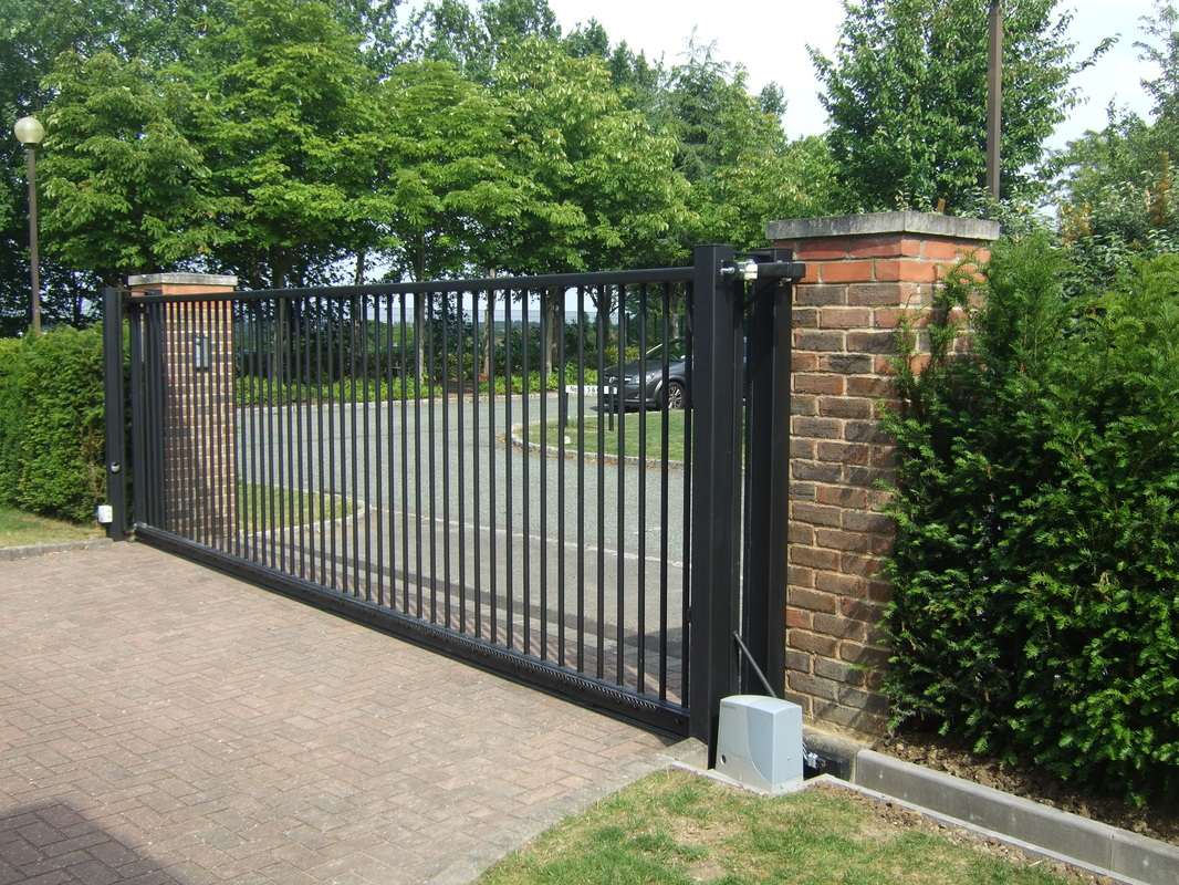 Черные консольные ворота