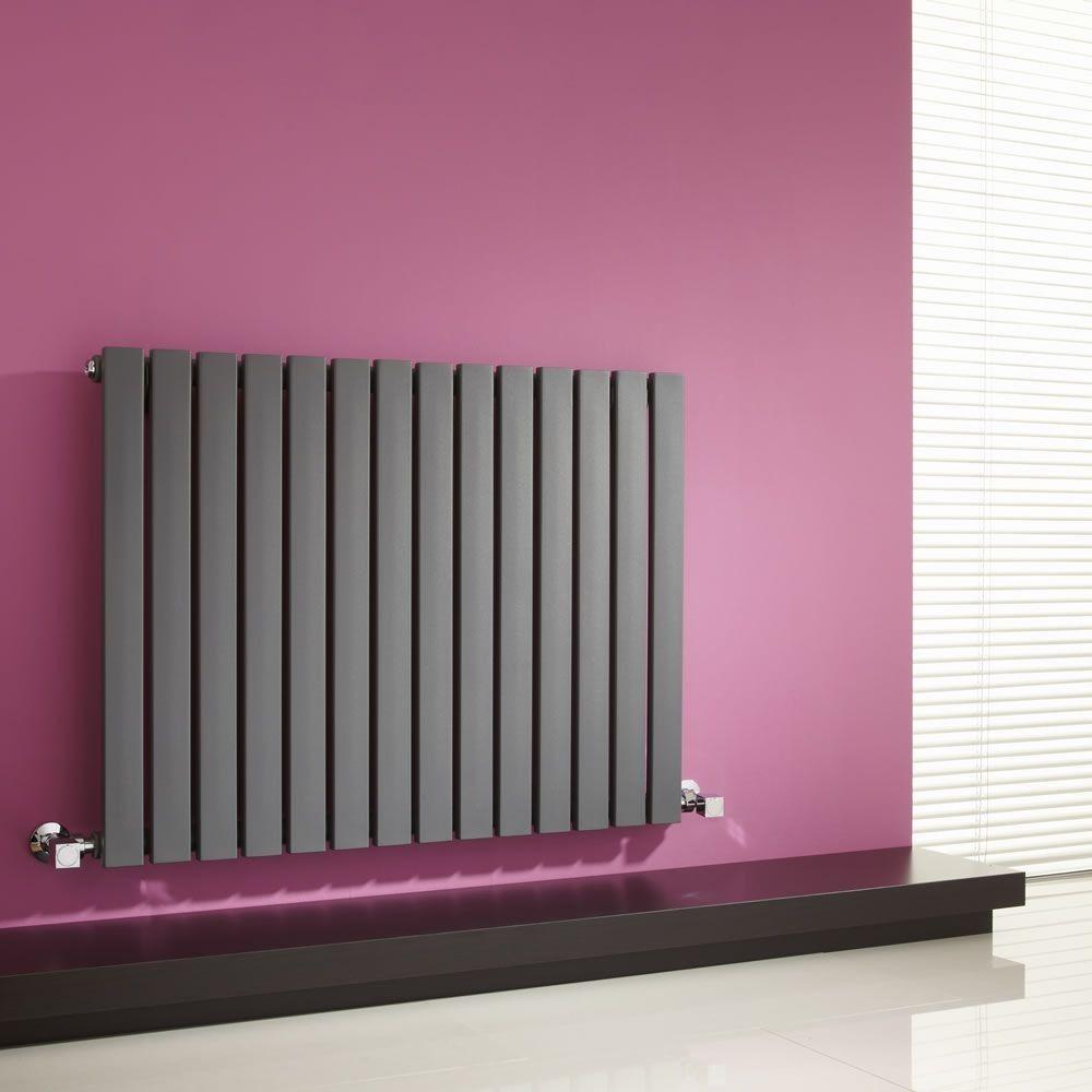 Черный настенный радиатор