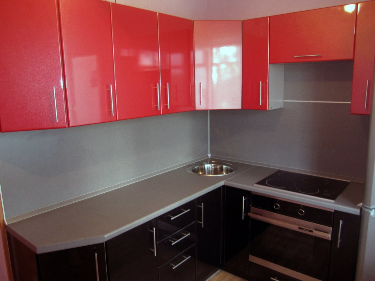 Черно-красная кухня МДФ