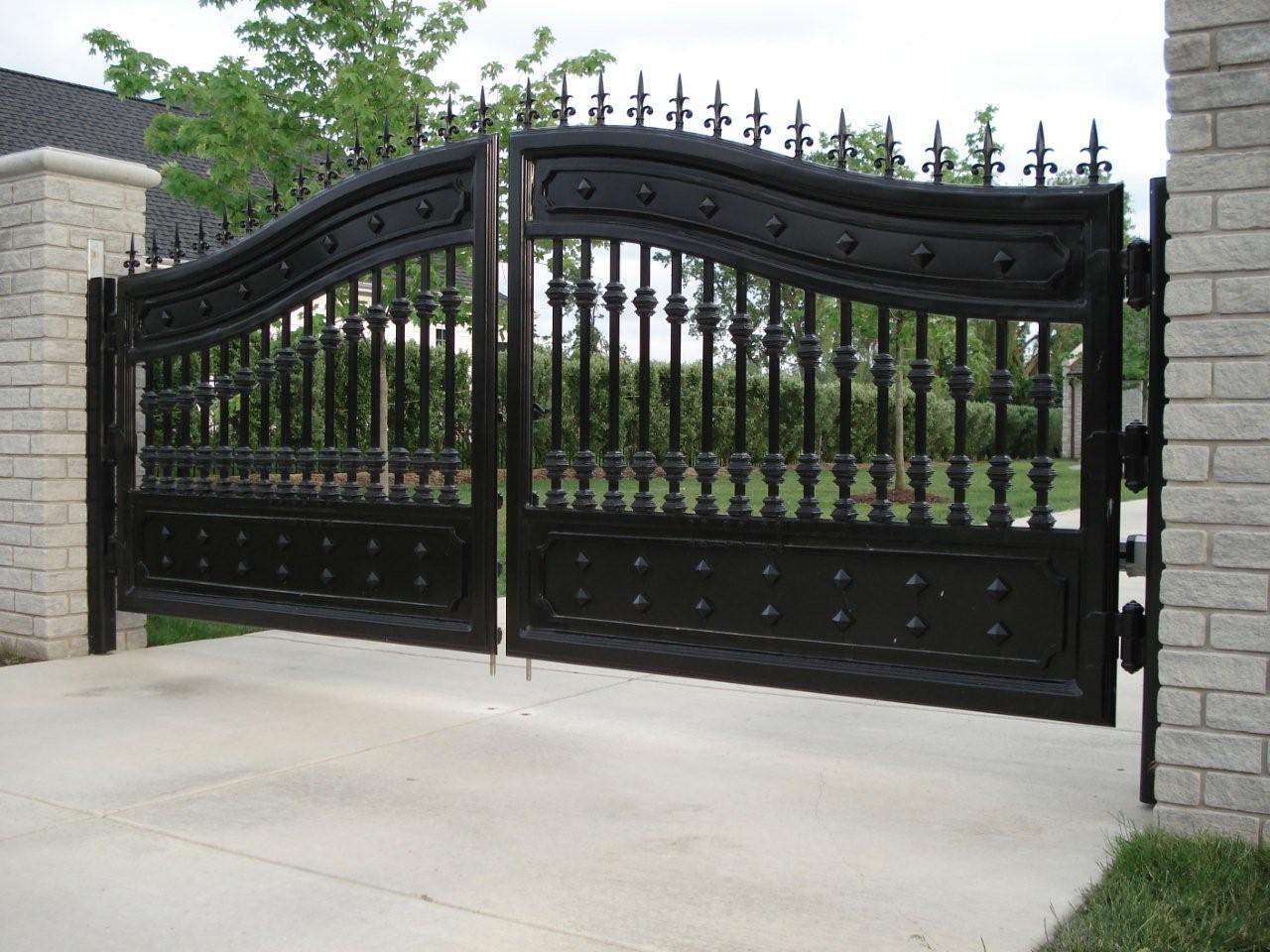 Чугунные распашные ворота