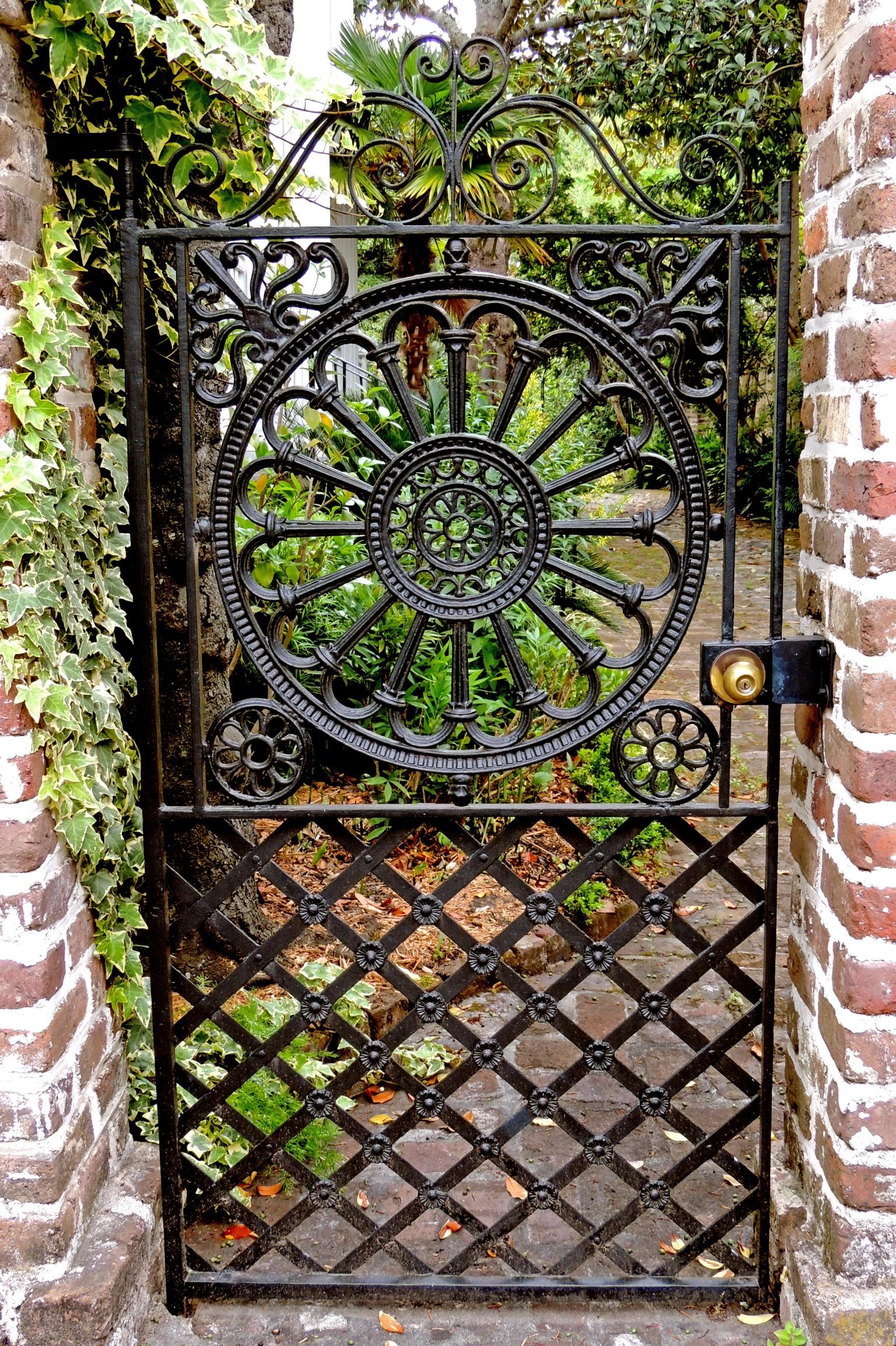 Чугунные ворота для дачи