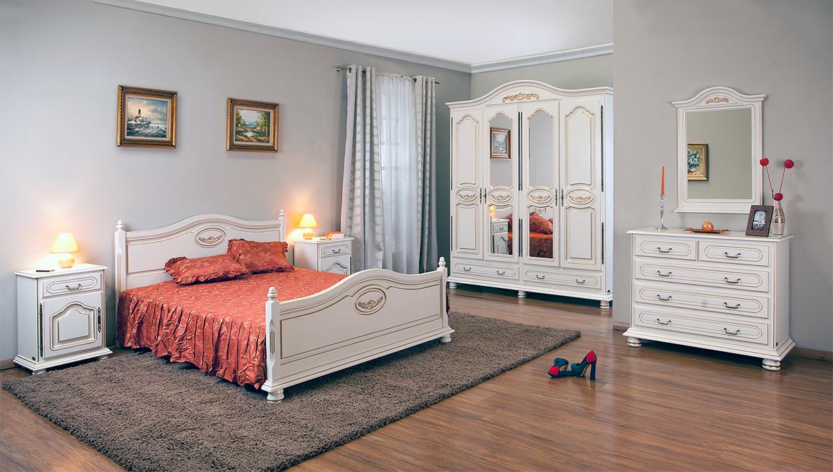 Деревянная классическая спальня
