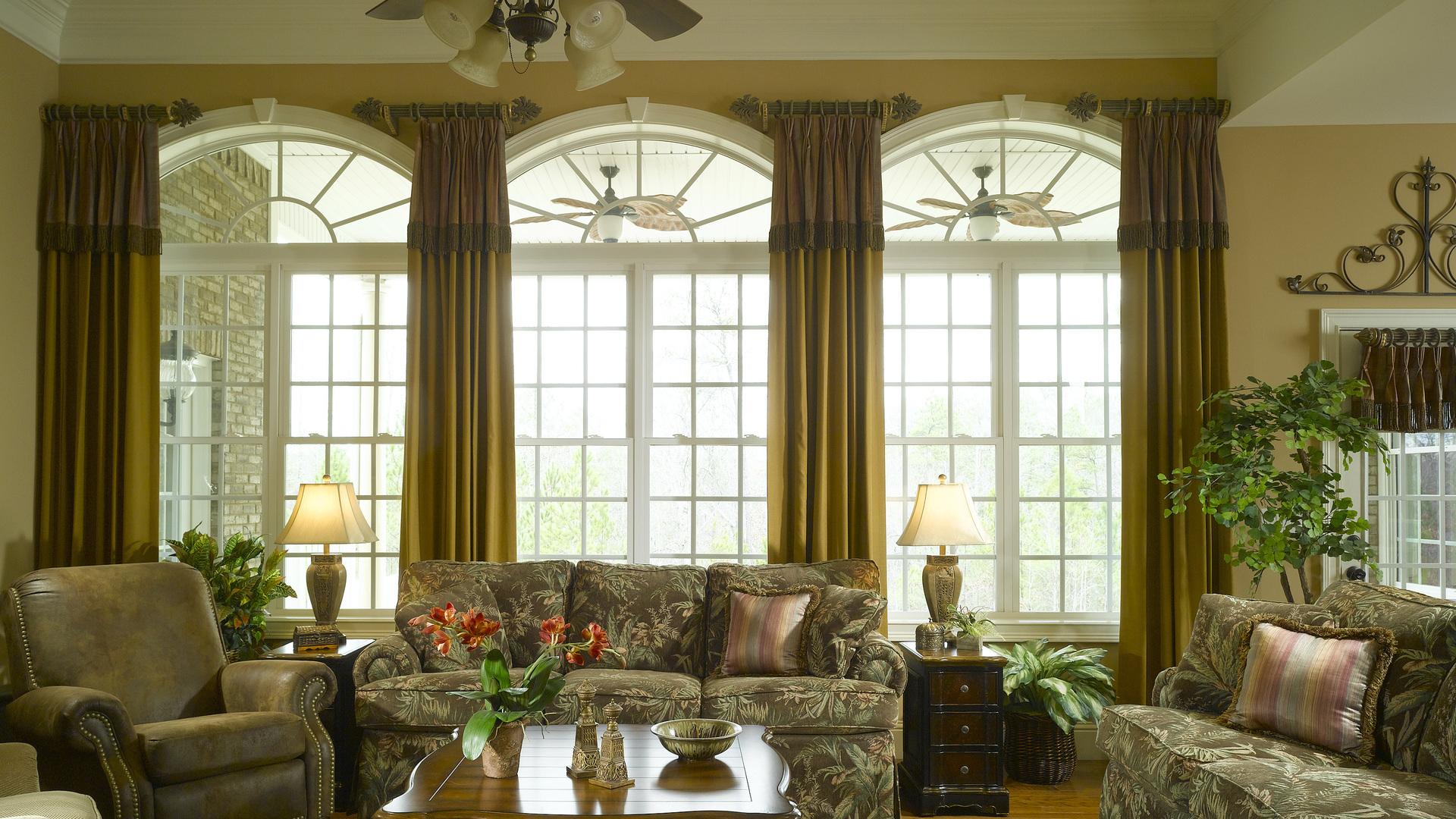 Узкие шторы в классическом стиле