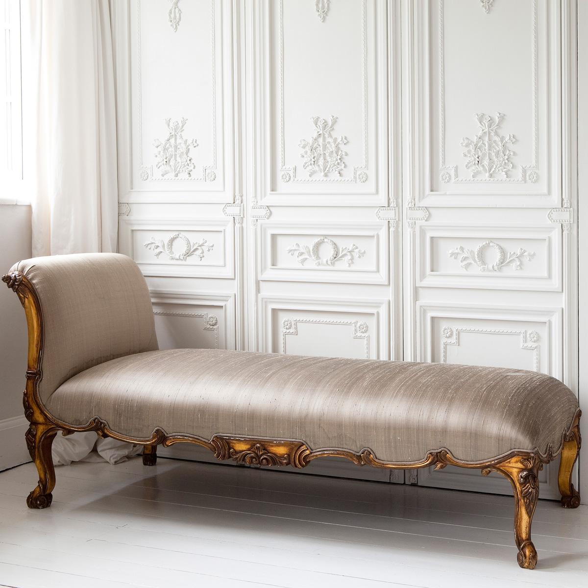 Классический диван кушетка
