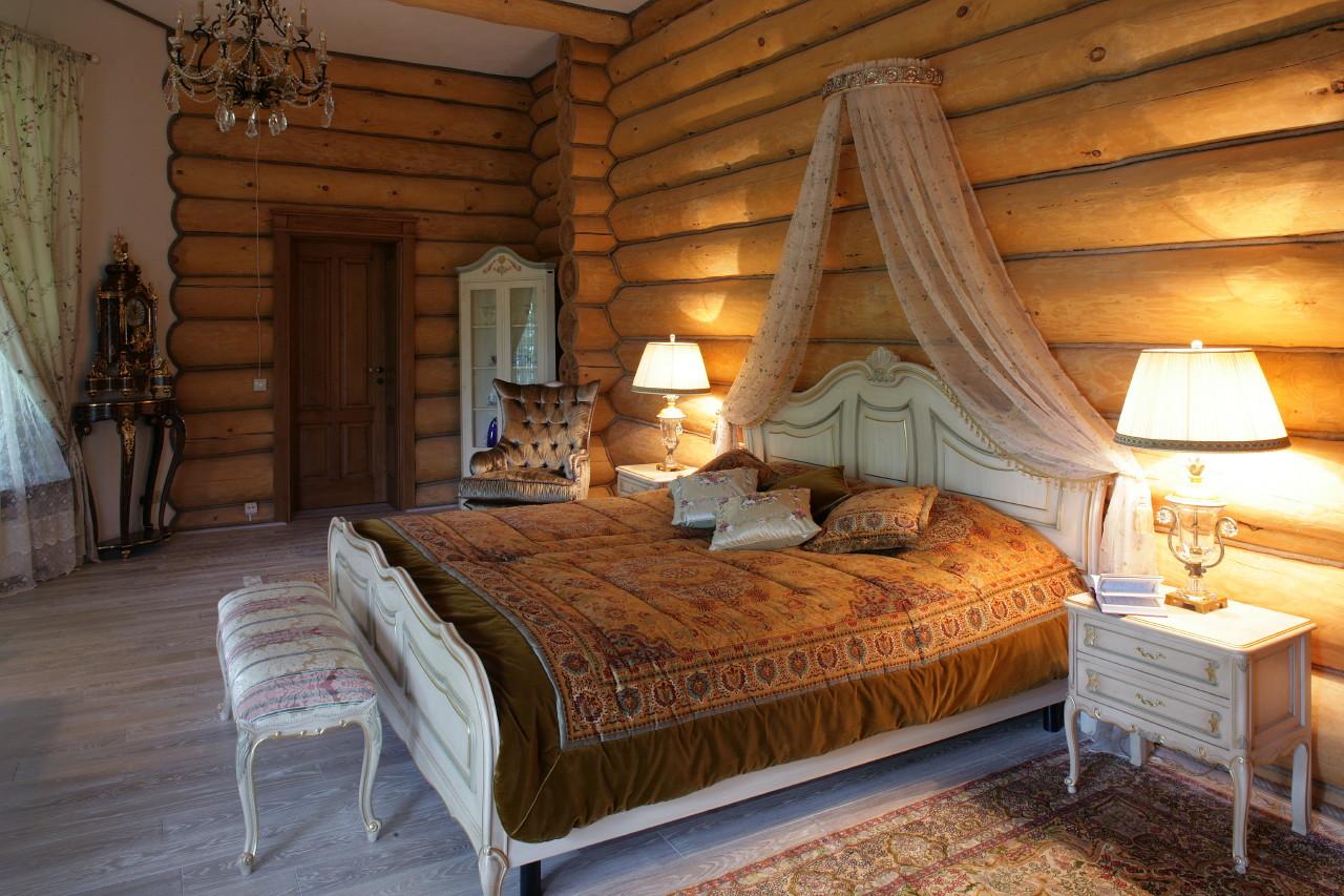 Спальня в классическом стиле на даче