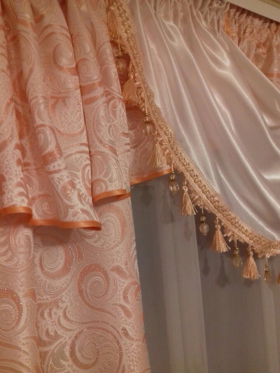 Классические персиковые шторы