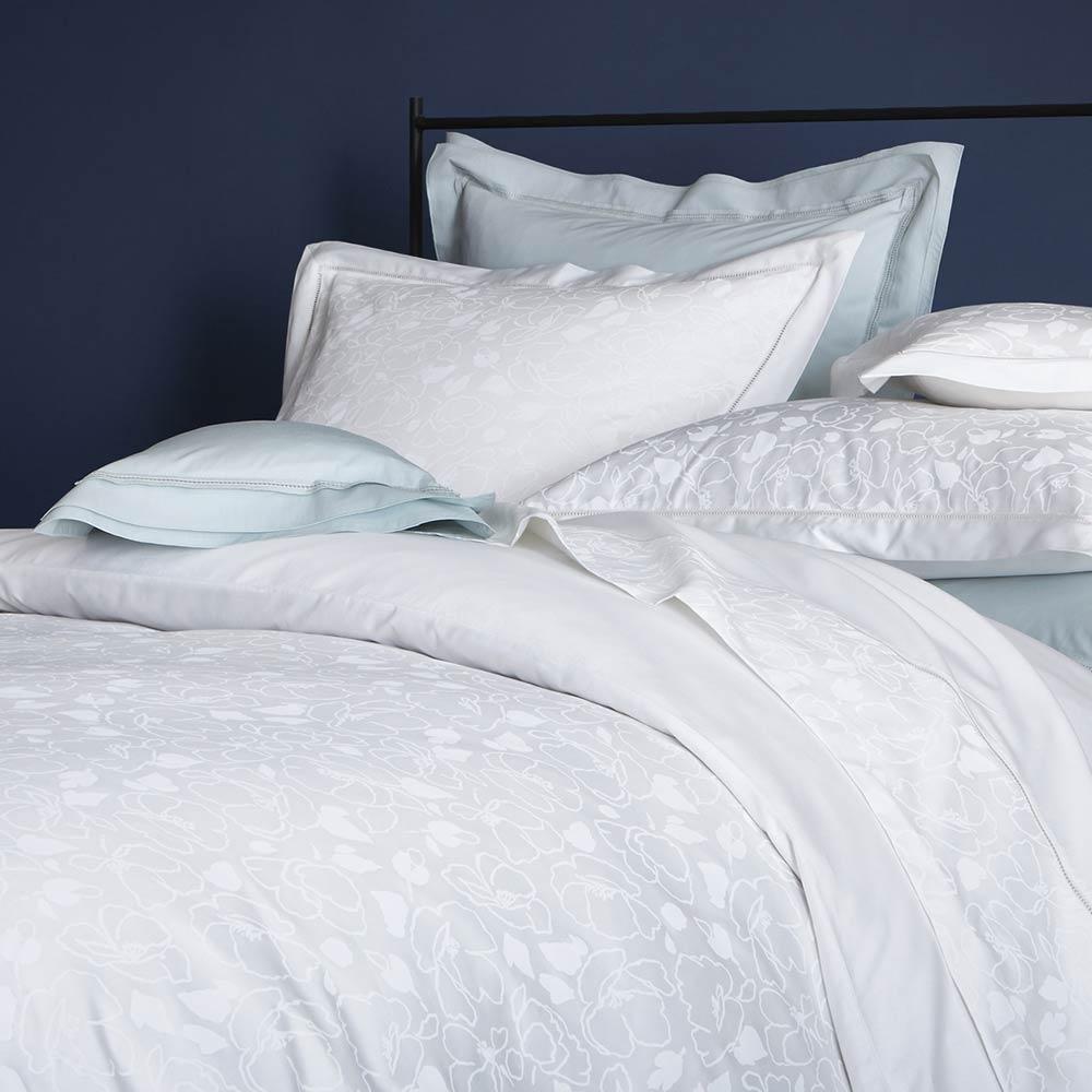 Шелковое постельное белье с цветочным рисунком