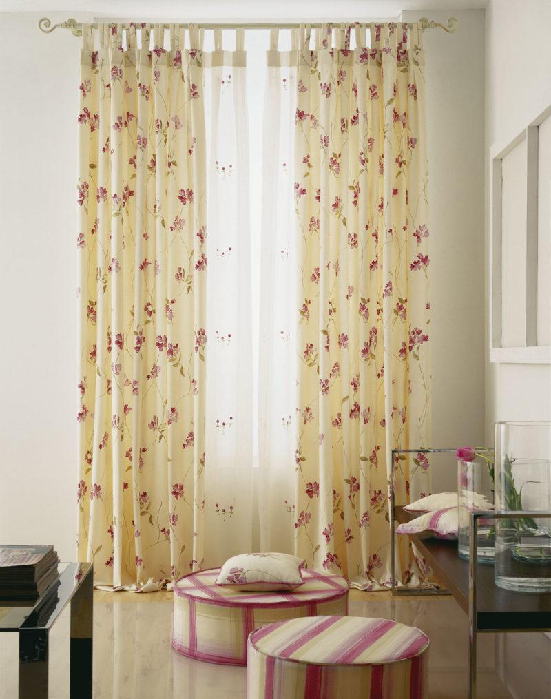 Узкие шторы в цветочным рисунком
