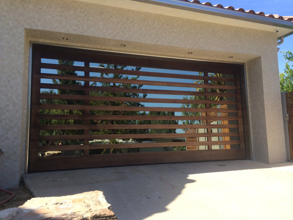 Подвесные ворота на даче