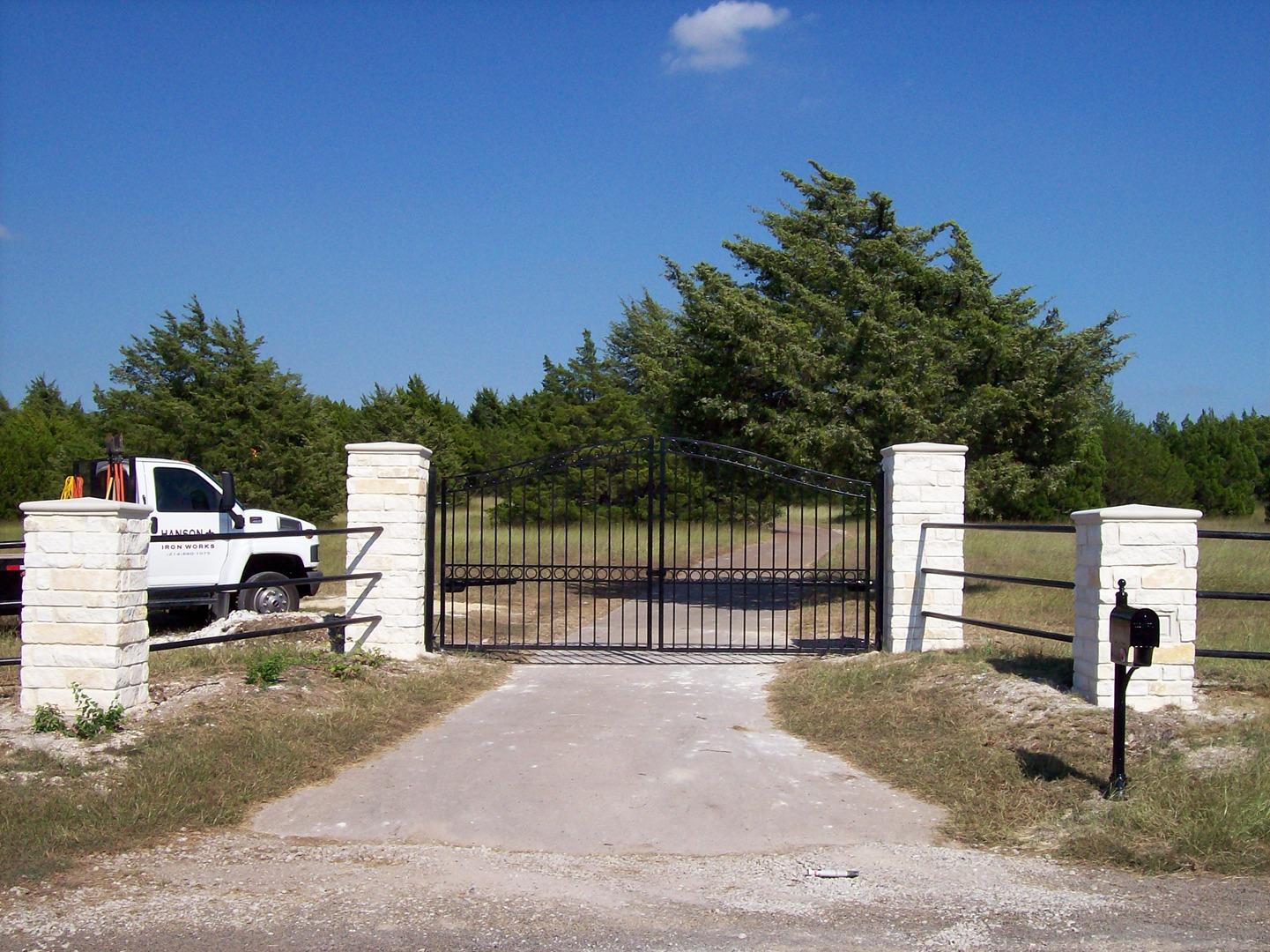 Ворота из профильной трубы на даче