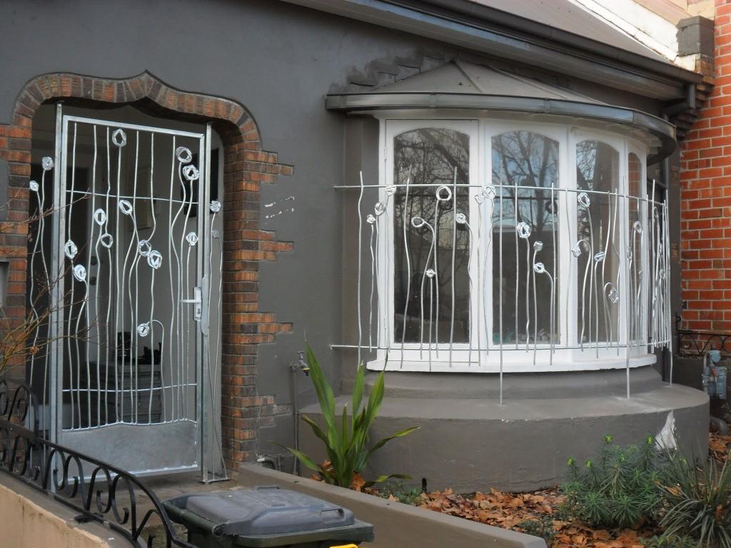 Декоративная кованая дверь